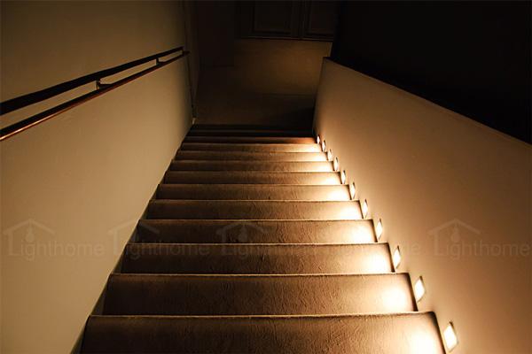 چراغ های کنارپله ای